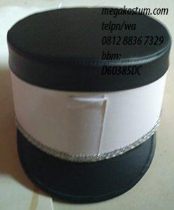 desain topi drumband hitam kombinasi putih