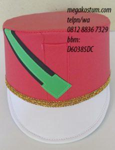 desain topi drumband merah putih hijau